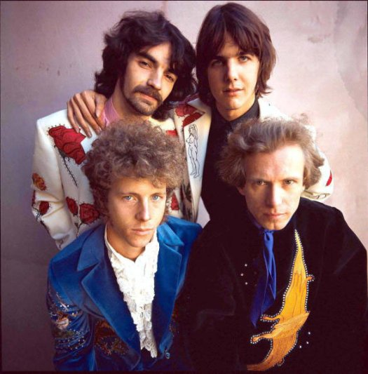 The Flying Burrito Brothers en 1969. Atrás: chris Ethridge y Gram Parsons. Al frente: Chris Hillman y Sneaky Pete Kleinow
