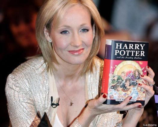 La escritora británica J. K. Rowling