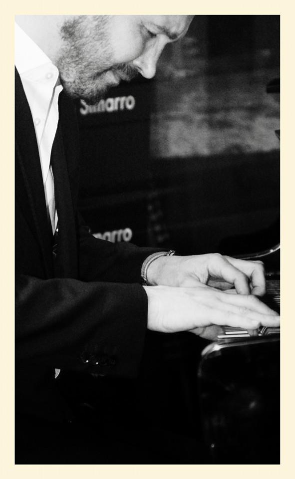 Juan Antonio Simarro al piano. Foto de Arturo Villarrubia