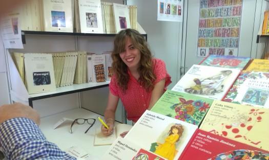 """Firmando """"Los despertares"""" en la Feria del Libro de Madrid 2014"""