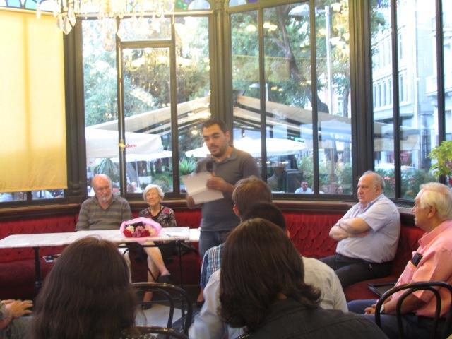 Óscar Sejas recitando