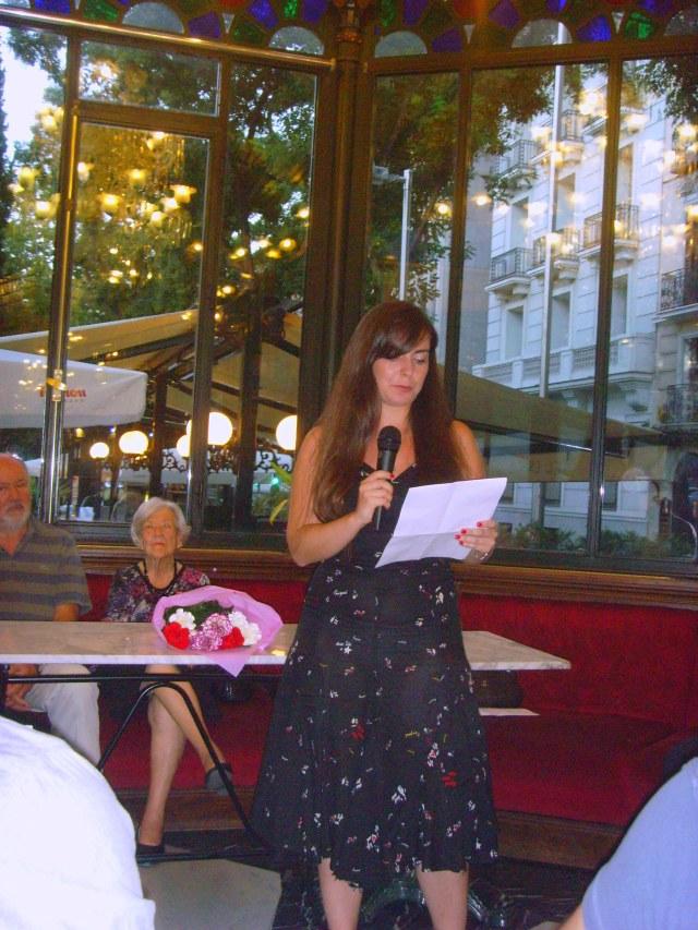 Rosalba Torrijos recitando