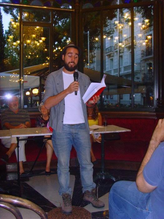 Luis Cano recitando
