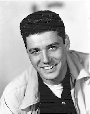 Guy Williams posando durante sus años como modelo
