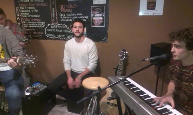 Nico de Vicente y Julio Téigell al teclado