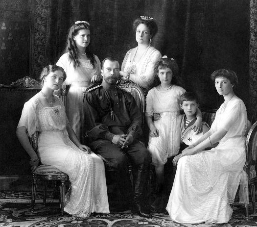 La familia Romanov: Olga, María, Nicolás, Alejandra, Anastasia, Alexéi y Tatiana