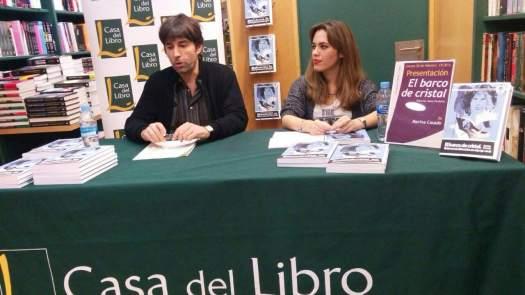 David Conte y Marina Casado durante la presentación de El barco de cristal en Casa del Libro