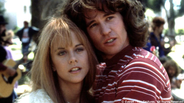 Meg Ryan y Val Kilmer como Pamela Courson y Jim Morrison