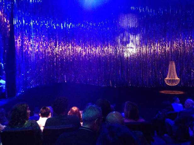 Puesta en escena de la adaptación de El público de Àlex Rigola en el Teatro de la Abadía de Madrid