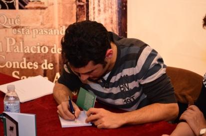 Andrés firma en Lucena